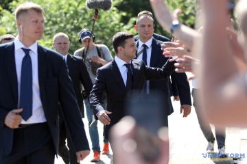 ゼレンシキー新大統領、最初の大統領令は議会解散令になると発言