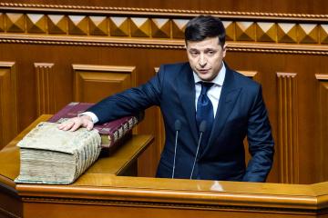 イタリアの別荘にジョージアのホテルルーム:ゼレンシキー新大統領、自身の資産申告を更新