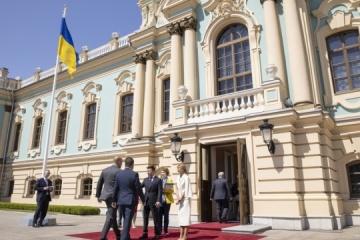Zelensky promete a sus socios internacionales que el mundo estará orgulloso de Ucrania (Fotos)