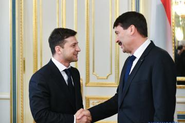 Le président de la Hongrie déclare le contenu de son entretien avec Zelensky