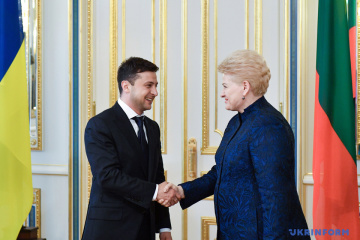 La présidente de la Lituanie exhorte Volodymyr Zelensky à « écraser » le système oligarchique