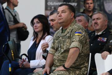 Poltorak seguirá siendo ministro de Defensa hasta que el Parlamento decida sobre su renuncia