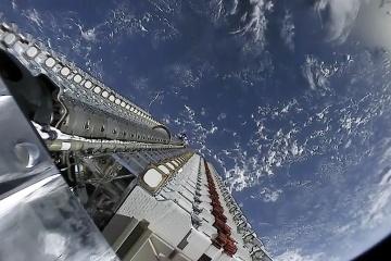 Над Украиной пролетели 60 спутников SpaceX