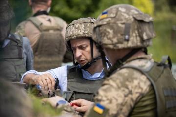 Zelensky visita la primera línea del frente en la región de Lugansk (Fotos)
