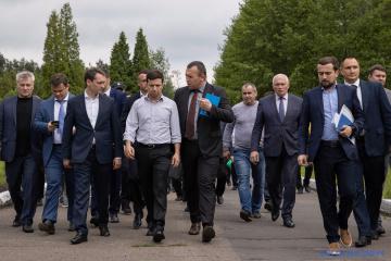 ゼレンシキー大統領、事故のあったリヴィウ州炭鉱を訪問し遺族と面会