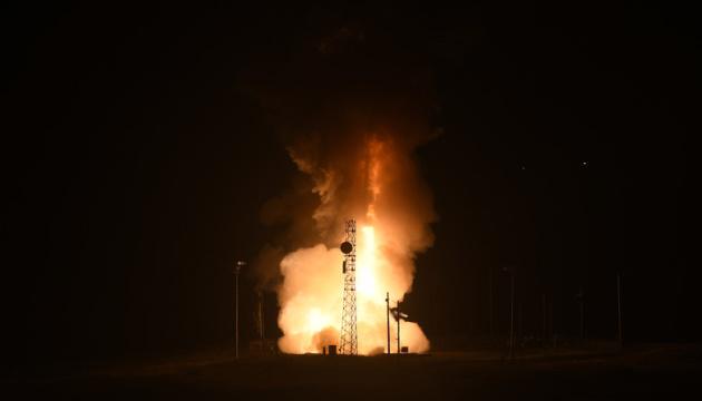 США випробували міжконтинентальну балістичну ракету