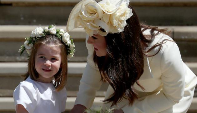 Королевская семья опубликовала новые фото принцессы Шарлотты на ее пятый день рождения