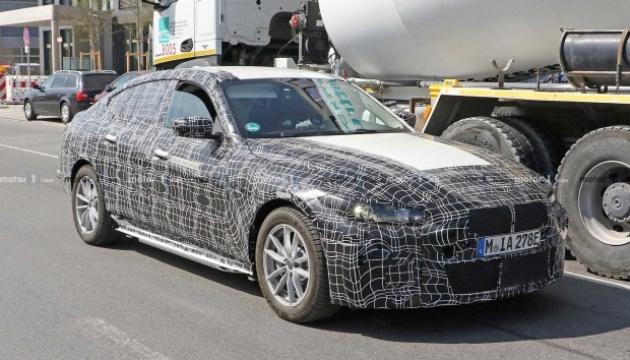 BMW тестує електроседан з запасом ходу майже 500 кілометрів