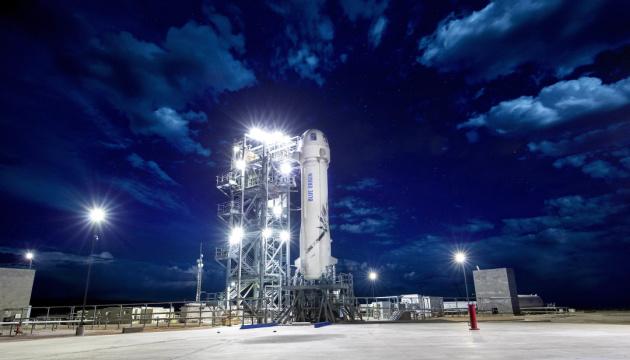 NASA одновременно включило в проект высадки на Луну компании Маска и Безоса