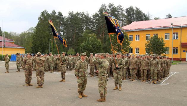 В Україну з США прибули на ротацію 130 військових інструкторів