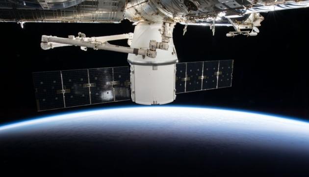 Cargo Dragon уперше автономно відстикувався від МКС