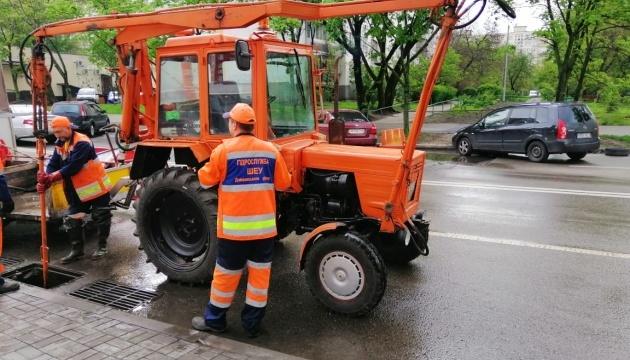 Київавтодор працює в посиленому режимі - синоптики прогнозують дощі