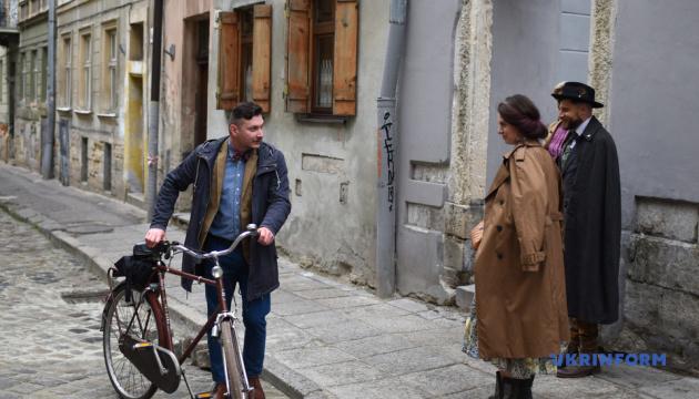リヴィウで19世紀の装束を着る市民のイベント「自転車の上のバチャール」開催