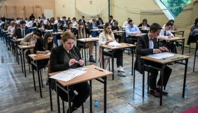 """У Польщі """"замінували"""" понад 120 шкіл під час випускних екзаменів"""