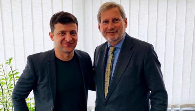 Єврокомісар Ган пропонує Зеленському повну підтримку ЄС