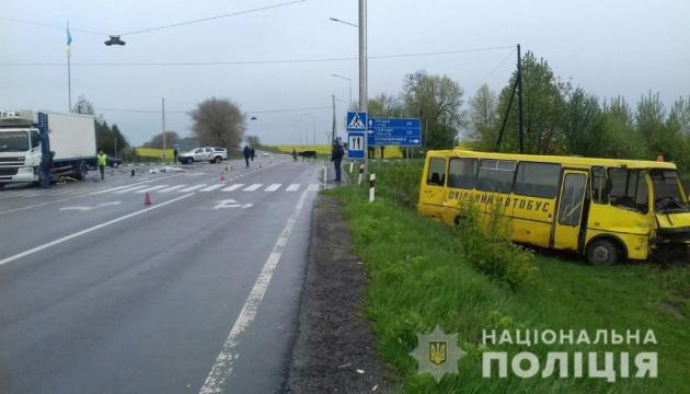 Смертельное ДТП на Волыни: грузовик влетел в школьный автобус