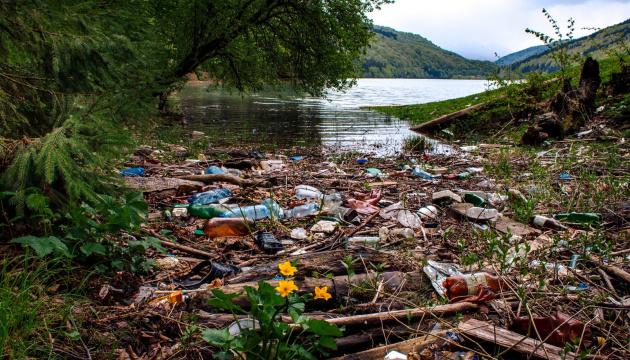 На Закарпатті біля берегів річок виявили 42 несанкціонованих сміттєзвалища
