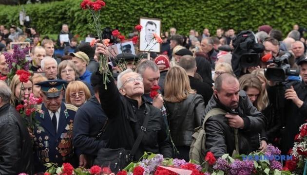 5月9日、対ナチズム勝利記念日、各地で追悼行事が開催 市民間の口論も