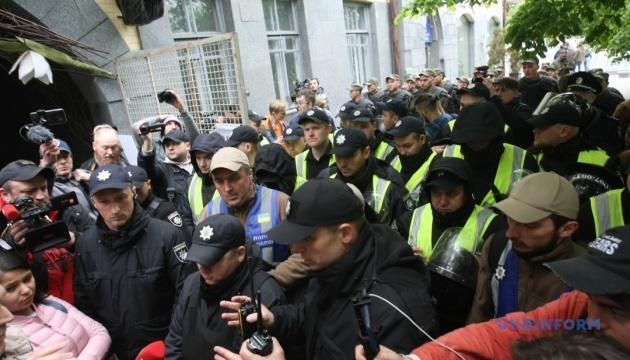 У Києві поліція розділила кордоном акції