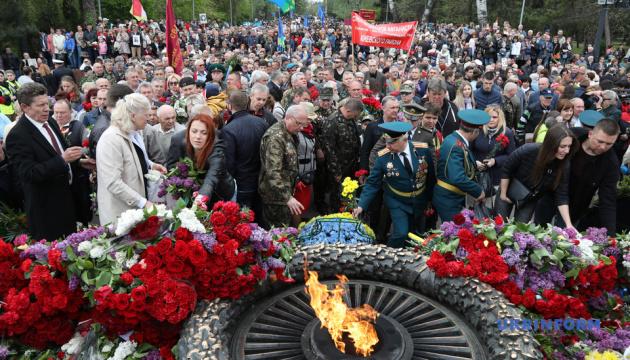 В Одесі поклали квіти до пам'ятника Невідомому матросу