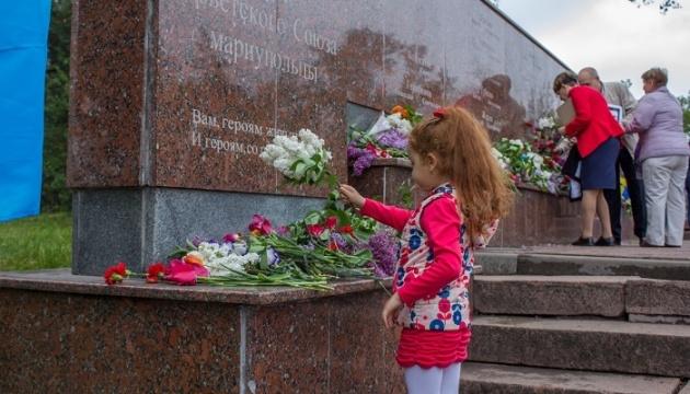 У Маріуполі відзначили День Перемоги та вшанували загиблих у 2014 році