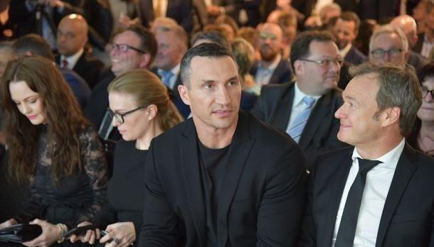 """Wladimir Klitschko en Alemania recibe el premio """"Innovador del Año"""" (Fotos)"""
