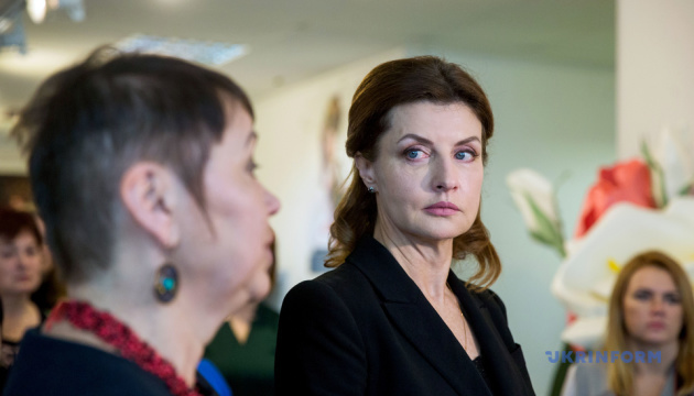 Марина Порошенко відвідала фотовиставку матерів загиблих воїнів