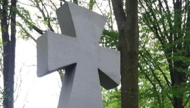 На сході Польщі осквернили хрест на могилі українських підпільників