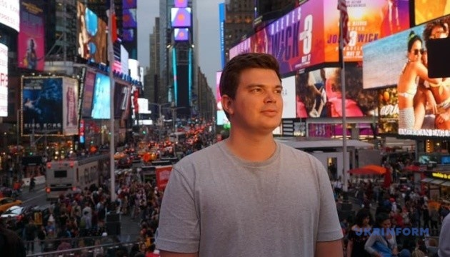 Video installation by Ukrainian artist Pashkovsky shown in New York's Times Square