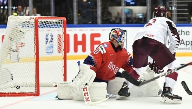 Чемпіонат світу з хокею: канадці розгромили британців, латвійці програли швейцарцям