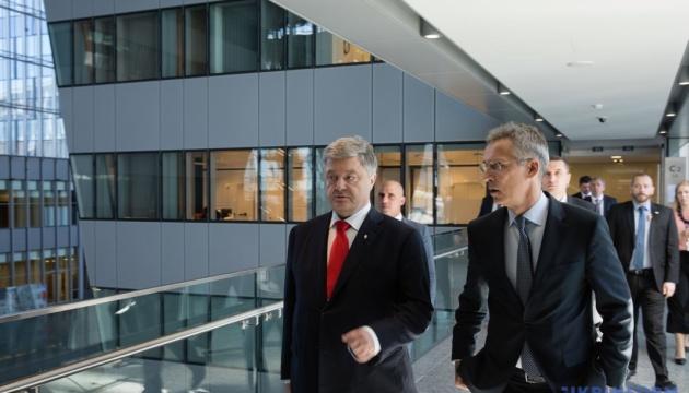Порошенко обговорив зі Столтенбергом безпеку в Чорному морі та на Азові