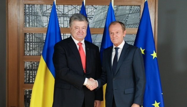 Poroshenko presents awards to Tusk and Juncker