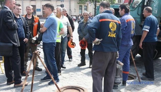 У Харкові перевіряють, чи дійсно біля волонтерського намету потрібен ремонт