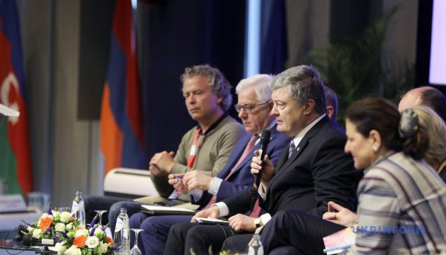 Порошенко виступає за розширення співпраці з ЄС за принципом