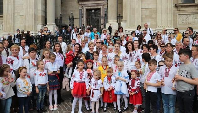Акція «Дитяча вишиванка» продовжила серію заходів до Дня вишиванки в Угорщині