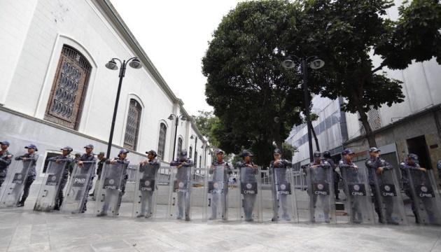 У Венесуелі силовики заблокували будівлю парламенту