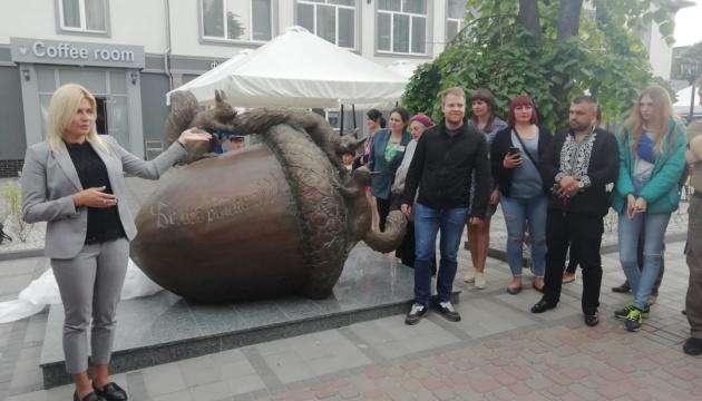 Туристів у Білій Церкві зустрічатимуть бронзові білки