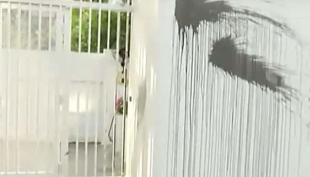 У Греції анархісти облили фарбою резиденцію посла США