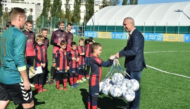 В Киеве за год построили 104 футбольных площадки