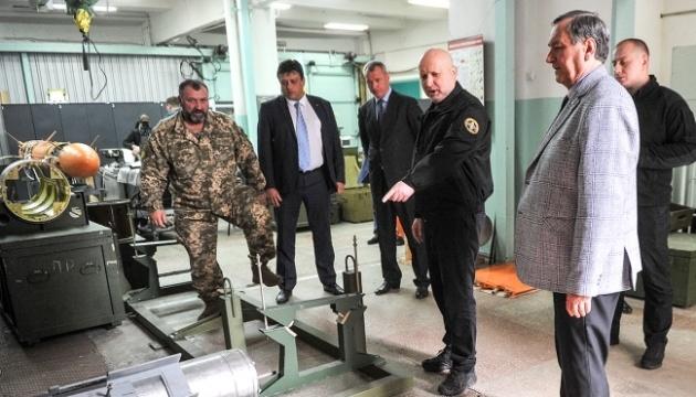 Турчинов нагородив підприємства оборонки за створення ракет