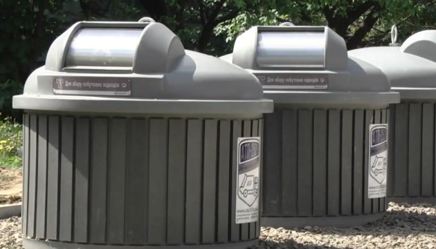 В Чернигове установили первые подземные боксы для мусора