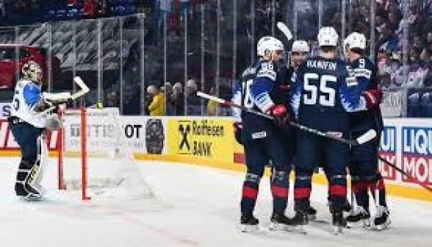 Чемпіонат світу з хокею: британці дали бій американцям, швейцарці обіграли норвежців
