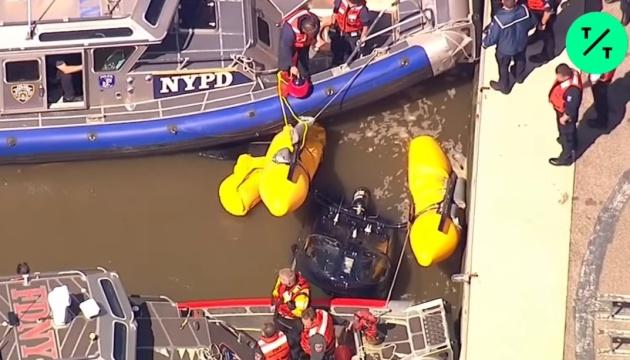 У Нью-Йорку гелікоптер впав у річку Гудзон