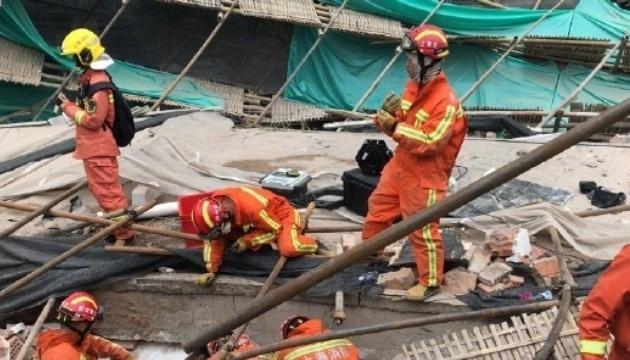 У Шанхаї обвалився дах автосалону, під завалами опинилися 9 осіб