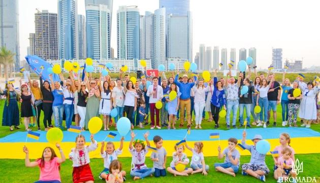 Українці в ОАЕ розпочали фотофлешмоб «Емірати в вишиванці»