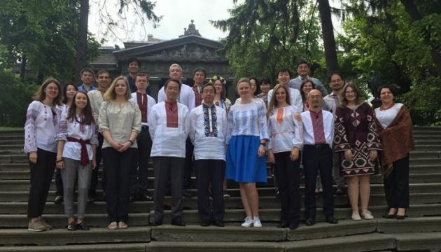 Посольство Японії привітало українців з Днем вишиванки