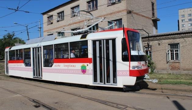 Запорізький комунальний транспорт прикрасили орнаментом вишиванки