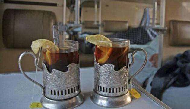 Все по 10: Укрзализныця ввела единую цену на напитки