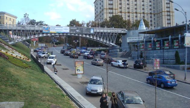 Движение на пешеходном мосту на Аллее Героев Небесной сотни закроют на три месяца