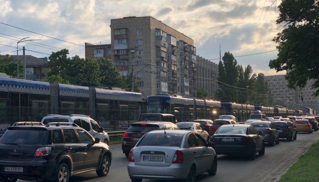 В столице скоростной трамвай сошел с рельсов
